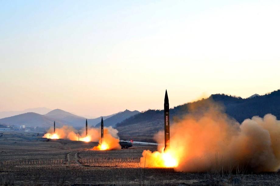 Testes com mísseis em Pyongyang, Coréia do Norte - Foto divulgada em 07/03/2017