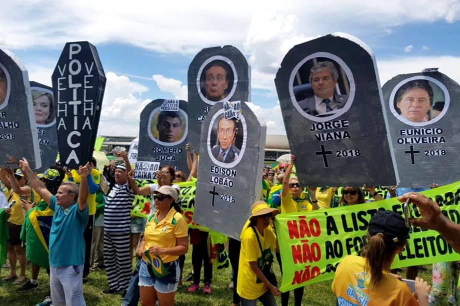 """Protesto organizado pelo MBL e """"Vem Pra Rua"""" acontece em Brasília, além de outras cidades do país - 26/03/2017"""