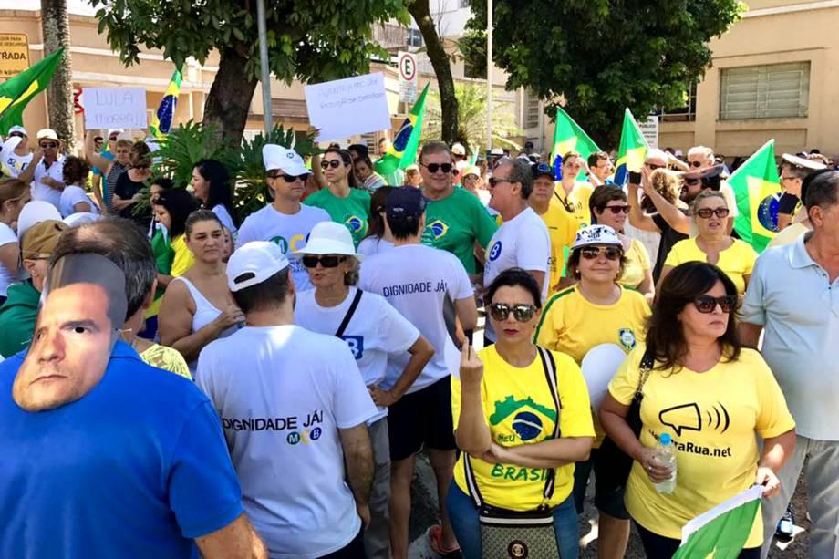 Manifestantes se reúnem em São José do Rio Preto (SP) - 26/03/2017