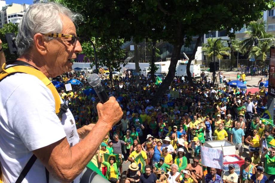 """Fernando Gabeira discursa no caminhão do """"Vem Pra Rua"""" no Rio de Janeiro, RJ - 26/03/2017"""