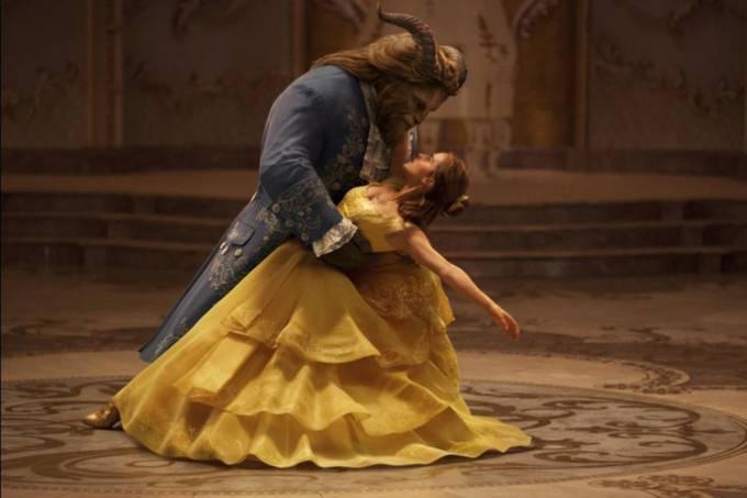 Emma Watson e Dan Stevens em cena do filme 'A Bela e a Fera'