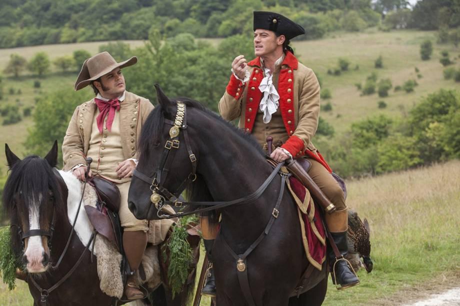 Josh Gad e Luke Evans em cena do filme 'A Bela e a Fera'
