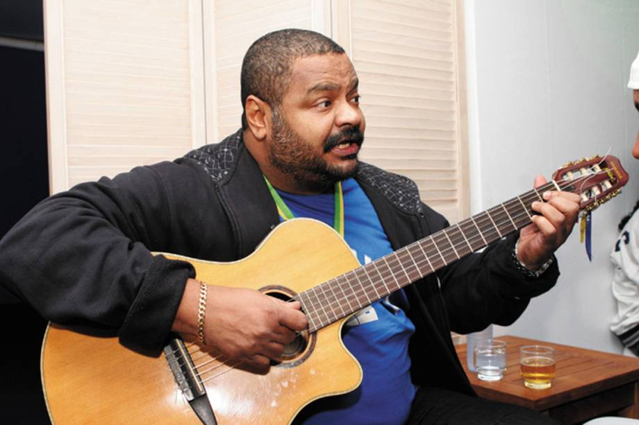 Arlindo Cruz cantando nos Jogos da BOA - campeonato realizado em prol das ONGs, no Bar da Boa Arco-Íris da Lapa - 07/01/2007
