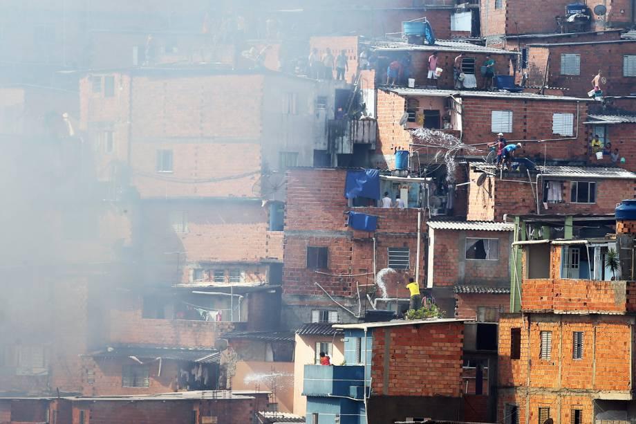Incêndio de grandes proporções atinge a comunidade de Paraisópolis, na zona sul da capital paulista - 01/03/2017