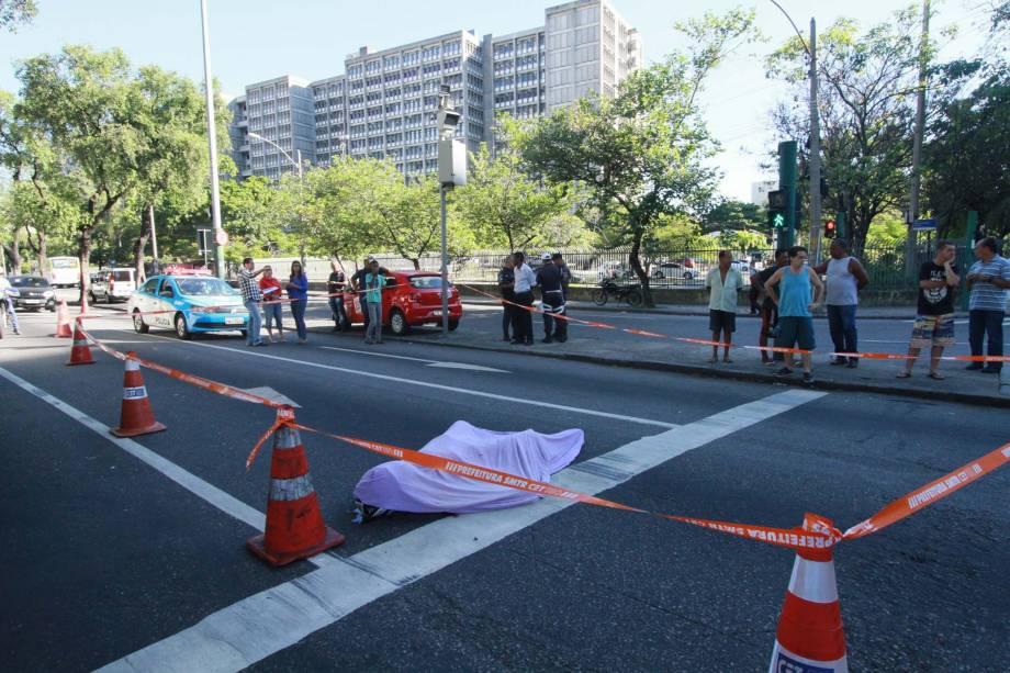 Tentativa de assalto termina com a morte de uma vítima em frente à Uerj, no Maracanã, Zona Norte do Rio de Janeiro - 16/03/2017
