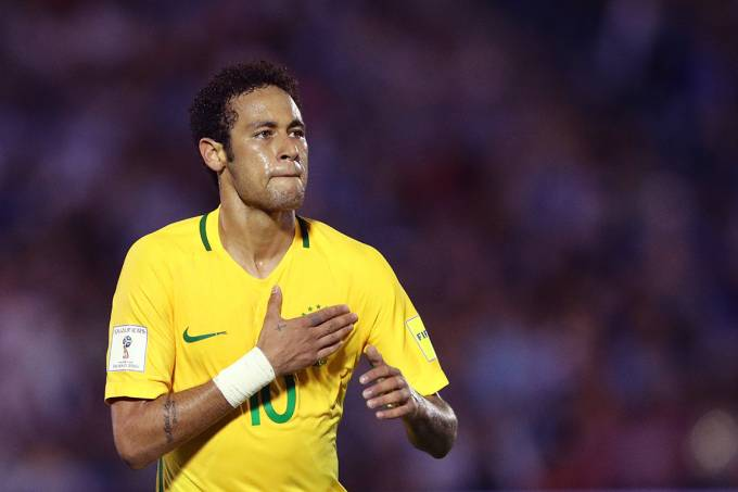 Neymar comemora após marcar o terceiro gol do Brasil sobre o Uruguai