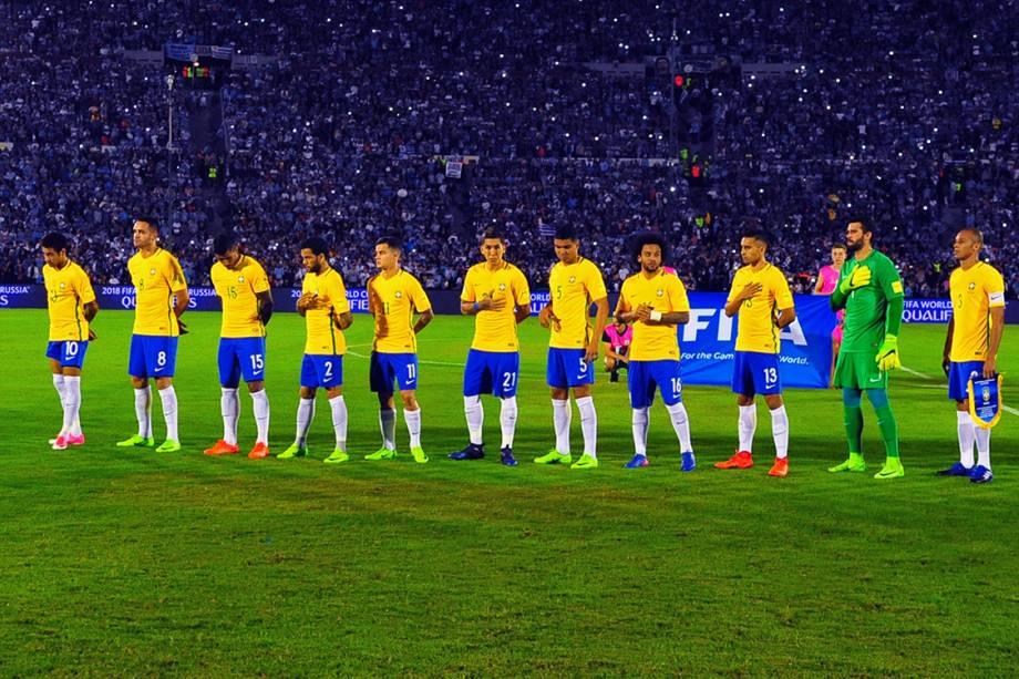 Jogadores do Brasil antes do início da partida contra o Uruguai, pela eliminatórias da<span>Copa da Russia de 2018</span>, em Montevidéu