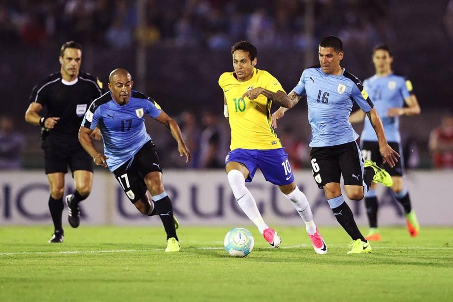 Neymardurante o jogo do Brasil contra o Uruguai pelas eliminatórias para a Copa da Russia de 2018, no Estádio Centenário em Montevidéu