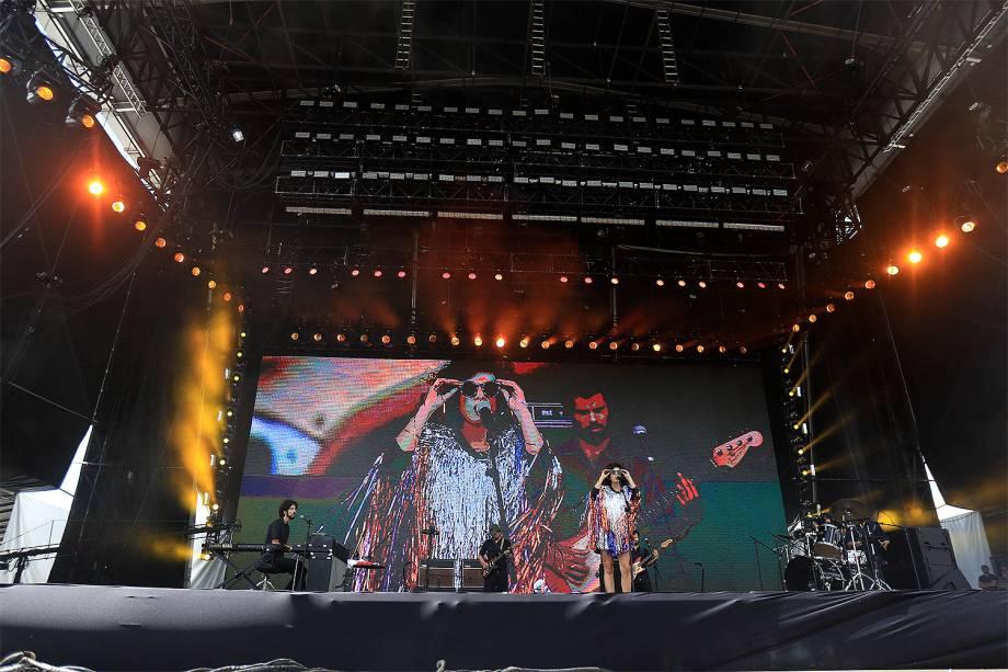 A cantora Céu abre o palco principal  no segundo dia do Festival Lollapalooza 2017 no autódromo de Interlagos, em São Paulo