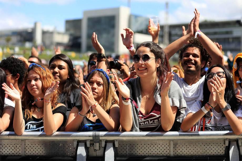 Público durante o show da cantora Céu no segundo dia do Festival Lollapalooza 2017 no autódromo de Interlagos, em São Paulo