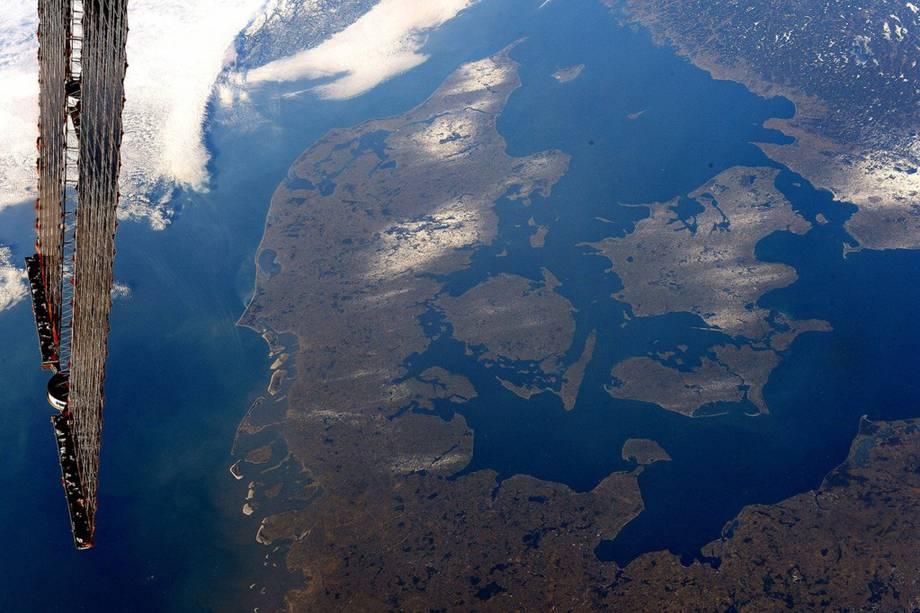 """Imagem da Dinamarca que Pasquet dedicou a Andreas Mogensen, astronauta dinamarquês. """"Essa é para você!"""", escreve. """"Parece bem 'aconchegante' lá embaixo"""", brinca o francês, utilizado a palavra """"hygge"""", em dinamarquês, que significa """"conforto"""""""