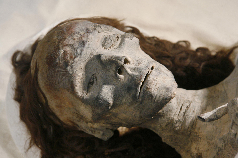 Múmia da rainha Tiye, avó do faraó Tutancâmon