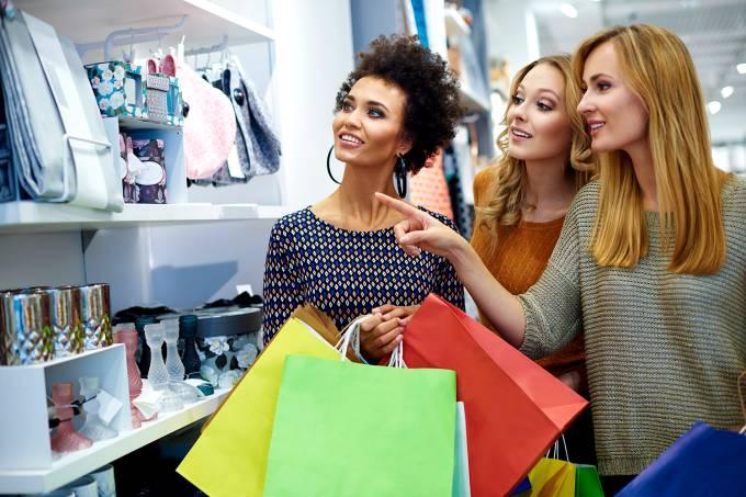 Mulheres em loja de varejo