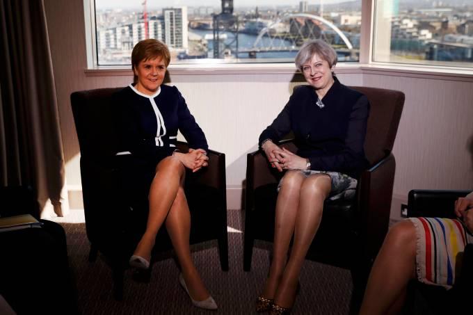 Daily Mail: premiê britânica Theresa May se reúne com primeira-ministra escocesa Nicola Sturgeon