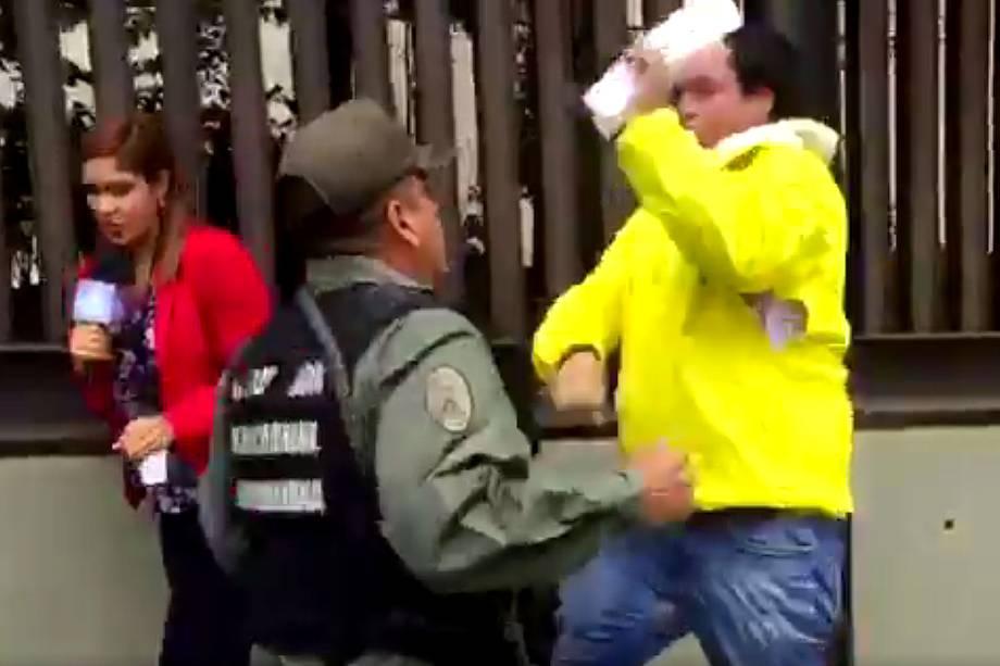 Deputados são agredidos na venezuela - 30/03/2017