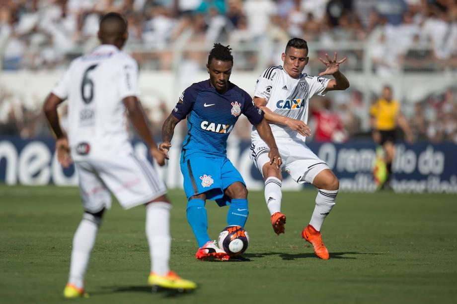 O volante Paulo Roberto do Corinthians divide jogada com o meia Ravanelli da Ponte Preta durante partida válida pelo Campeonato Paulista