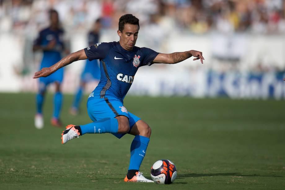 O meia Jadson do Corinthians durante partida contra a Ponte Preta válida pelo Campeonato Paulista no estádio Moisés Lucarelli, em Campinas