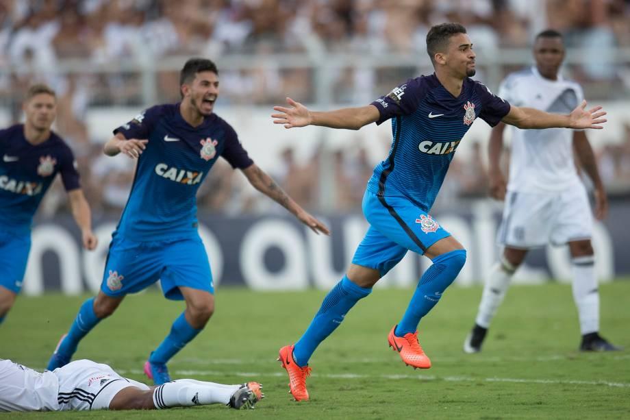 O zagueiro Léo Santos comemora o gol de empate do Corinthians na partida contra a Ponte Preta em Campinas, válida pelo Campeonato Paulista