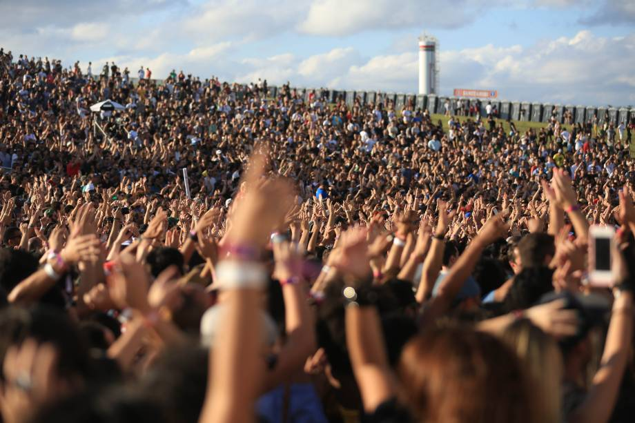 Público curte show da banda Duran Duran no segundo dia do festival Lollapalooza, que acontece no Autódromo de Interlagos
