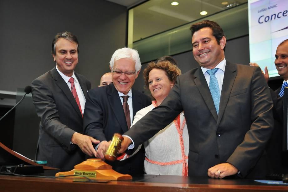 O ministro-chefe da Secretaria de Aviação Civil, Moreira Franco, participa do leilão dos aeroportos de Porto Alegre, Florianópolis, Salvador e Fortaleza, na BM&F Bovespa, no centro de São Paulo - 16/03/2017
