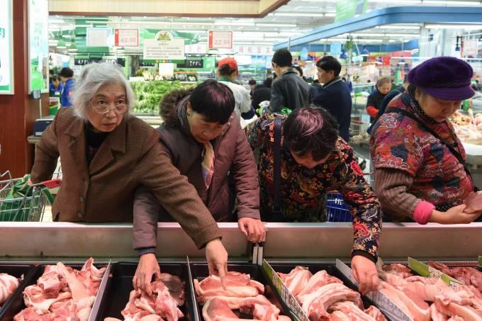 Supermercados chineses retiram carne brasileira das prateleiras