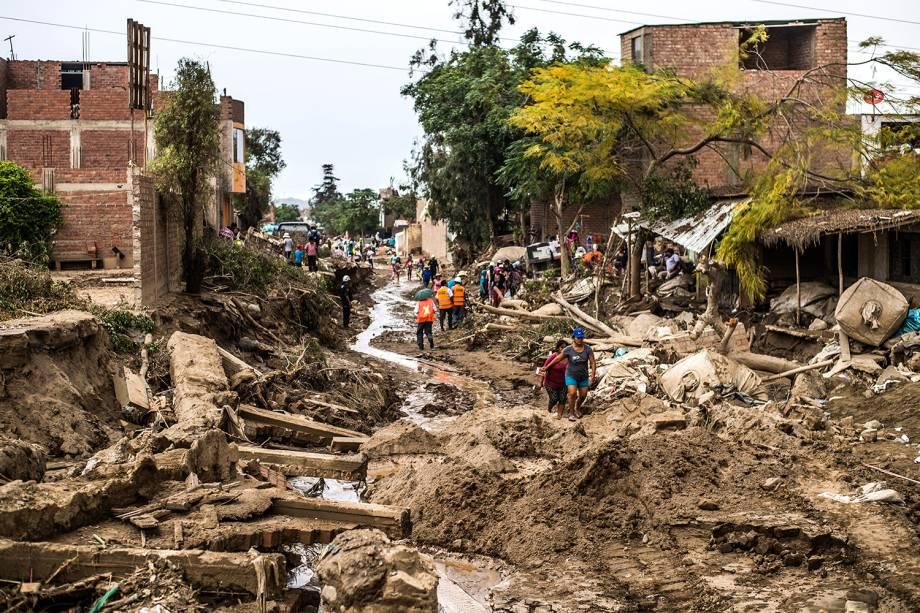 """As chuvas torrenciais decorrentes do fenômeno climático """"El Niño Costero"""" provocaram enchentes e deslizamentos que destruíram parte do distrito de Huachipa, em Lima, no Peru - 19/03/2017"""