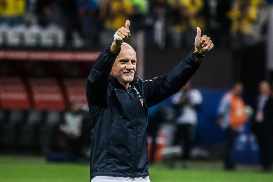 Aos cantos de 'El el el sai que é sua Taffarel', o goleiro do tetra agradeceu o apoio dos torcedores