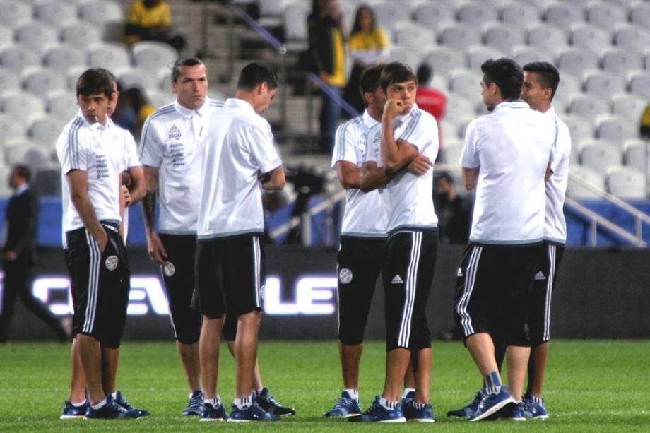 Antes da partida contra a seleção brasileira, os jogadores do Paraguai entraram em campo chupando pirulito