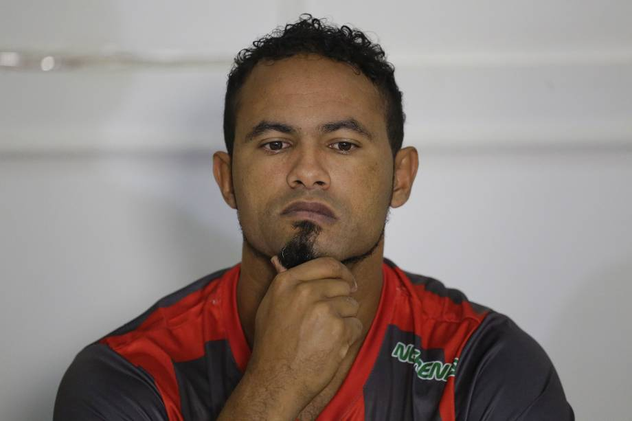O goleiro Bruno em sua primeira entrevista peoo Boa Esporte Clube, em Varginha