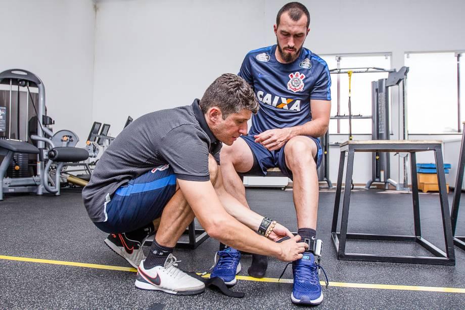 Goleiro Walter realiza trabalho de recuperação no Lab Corinthians R9 no CT Joaquim Grava, Zona Leste de São Paulo