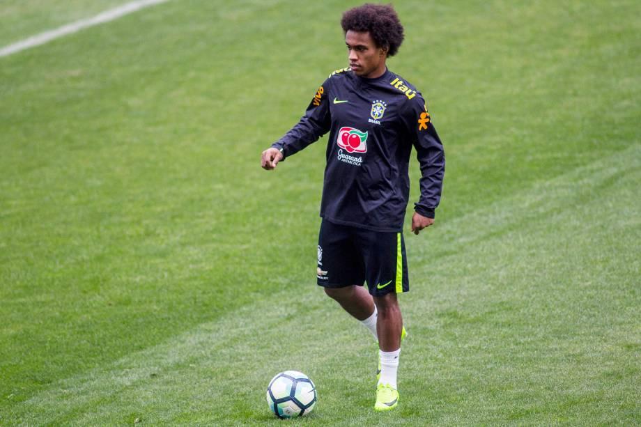 O meia Willian durante treino da seleção brasileira no Itaquerão