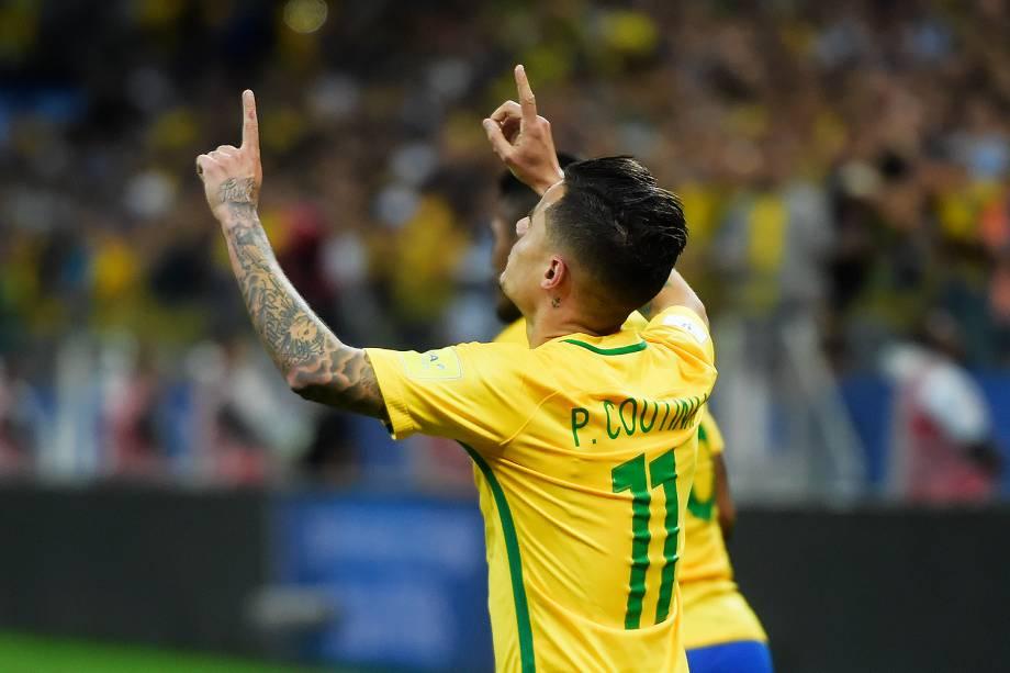 Philippe Coutinho comemora gol na partida contra o Paraguai