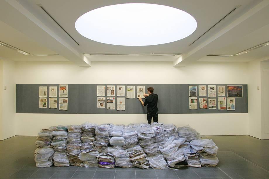 Obra do artista alemão Gustav Metzger, durante exposição em Londres, em 2009