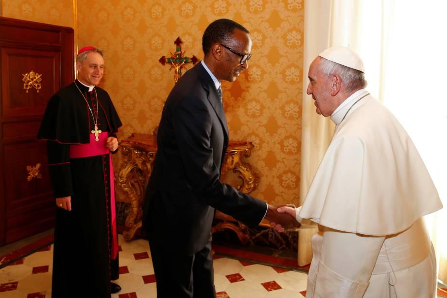 O presidente do Ruanda, Paul Kagame, é recebido pelo Papa Francisco durante reunião privada no Vaticano - 20/03/2017