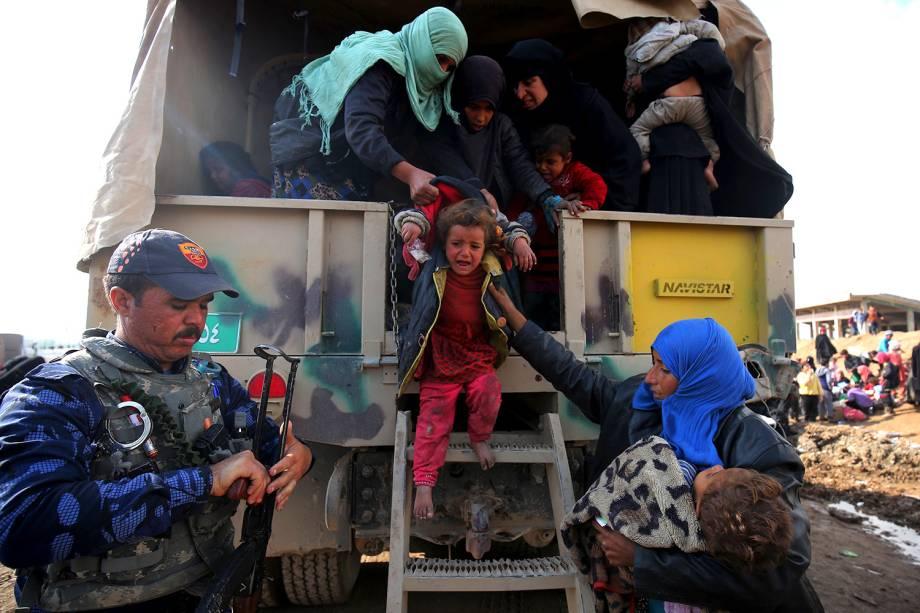Refugiados de Mossul chegam no campo Hamam al-Alil - 20/03/2017