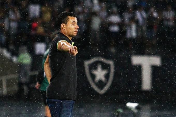 Jair Ventura – Partida entre Botafogo e Estudiantes