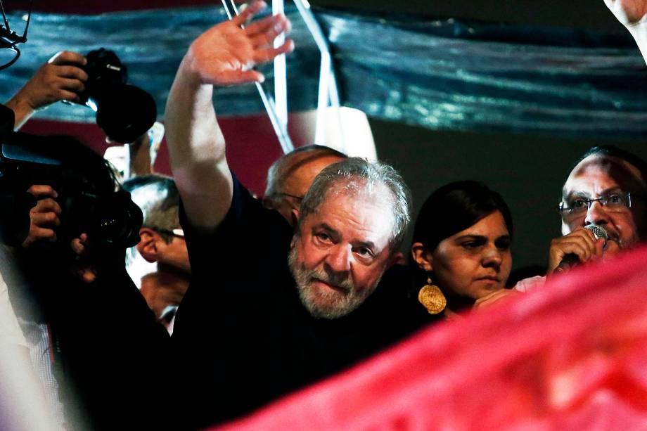 O ex-presidente, Luiz Inácio Lula da Silva, discursa para trabalhadores e integrantes de centrais sindicais e diversas outras entidades protestam na Avenida Paulista, em São Paulo, no Dia Nacional de Paralisação e Mobilização, contra as Reformas da Previdência e Trabalhista - 15/03/2017