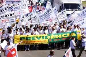 Manifestação de funcionários públicos federais contra a reforma na Previdência - (2003)