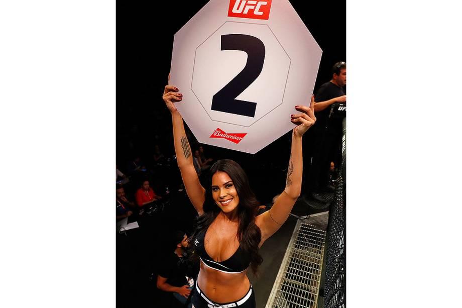 A ring girl do UFC, Camila Oliveira durante a edição 106 do UFC Fight Night, no CFO – Centro de Formação Olímpica, em Fortaleza - 11/03/2017