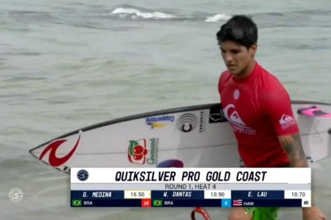 Gabriel Medina deixou a praia de Gold Coast com dores no joelho
