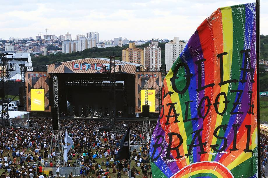 Público curte show no segundo dia do festival Lollapalooza, que acontece no Autódromo de Interlagos