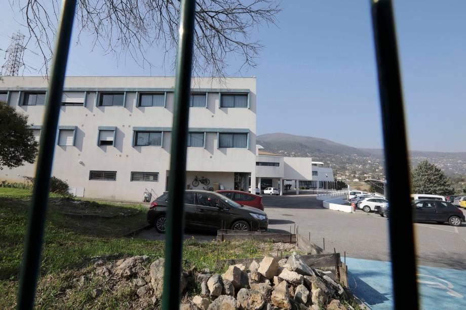 Vista da escola Tocqueville depois de um tiroteio que deixou ao menos oito pessoas, em Grasse, sul da França - 16/03/2017