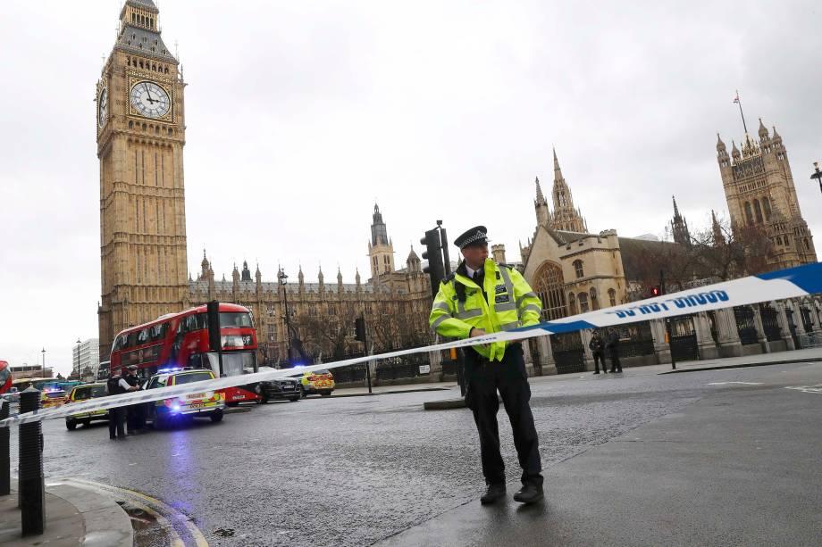 Polícia isola área nos arredores da Praça do Parlamento depois de relatos de tiros no local, em Londres - 22/03/2017