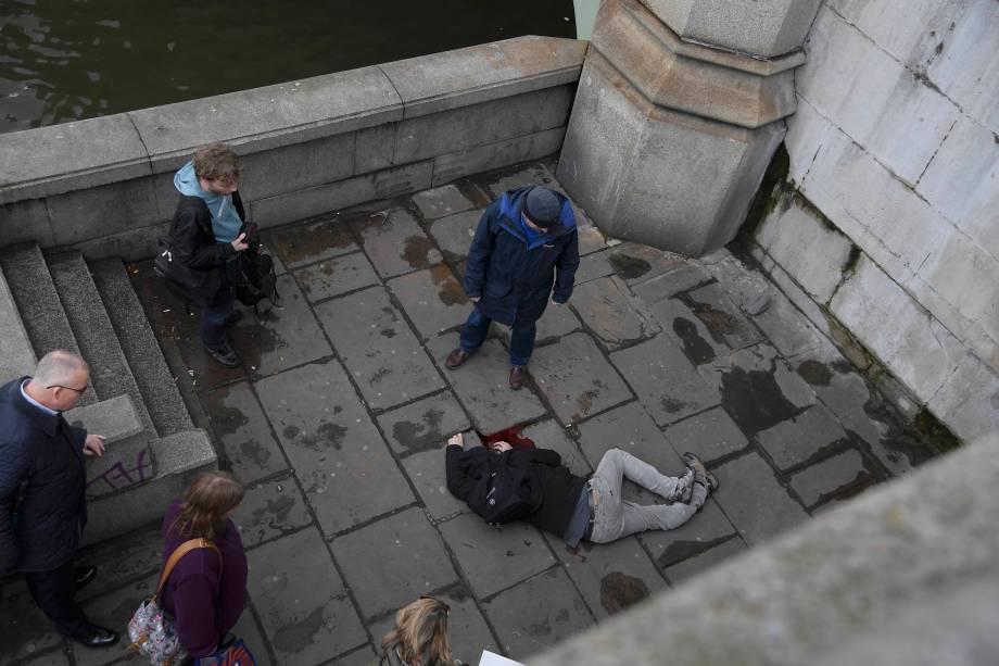 Homem fica ferido após incidente com tiros na ponte de Westminster em Londres - 22/03/2017
