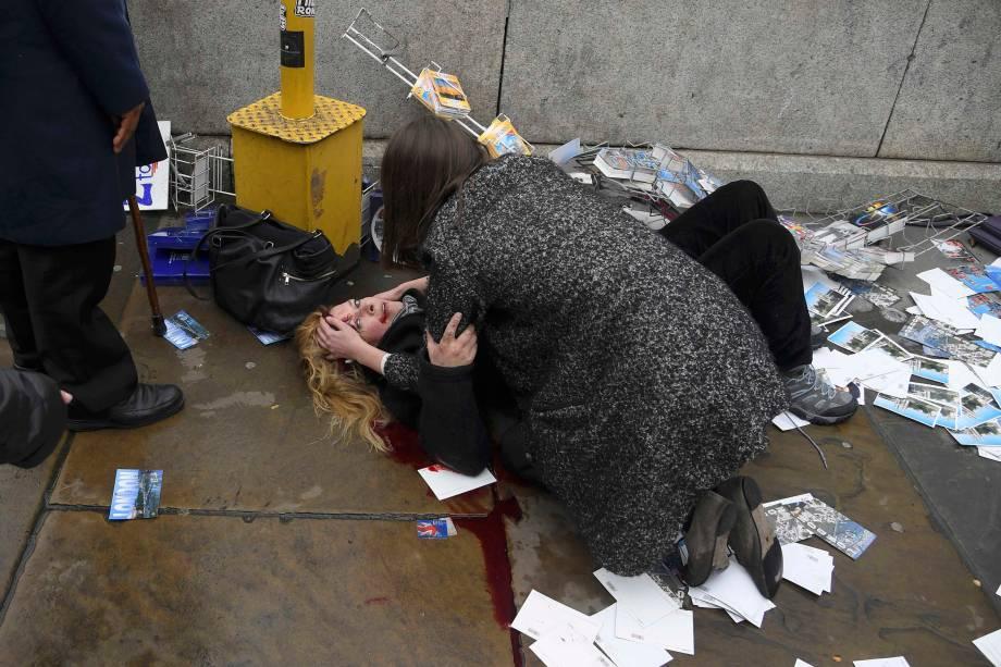 Mulher fica ferida após incidente com tiros na ponte de Westminster em Londres - 22/03/2017