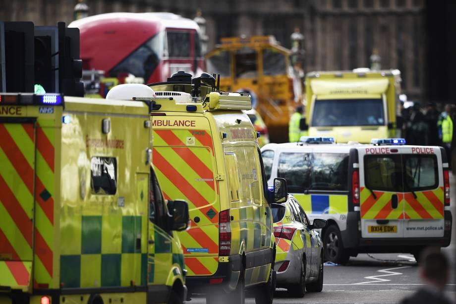 Polícia isola a área após incidente com tiros nos arredores do Parlamento em Londres - 22/03/2017