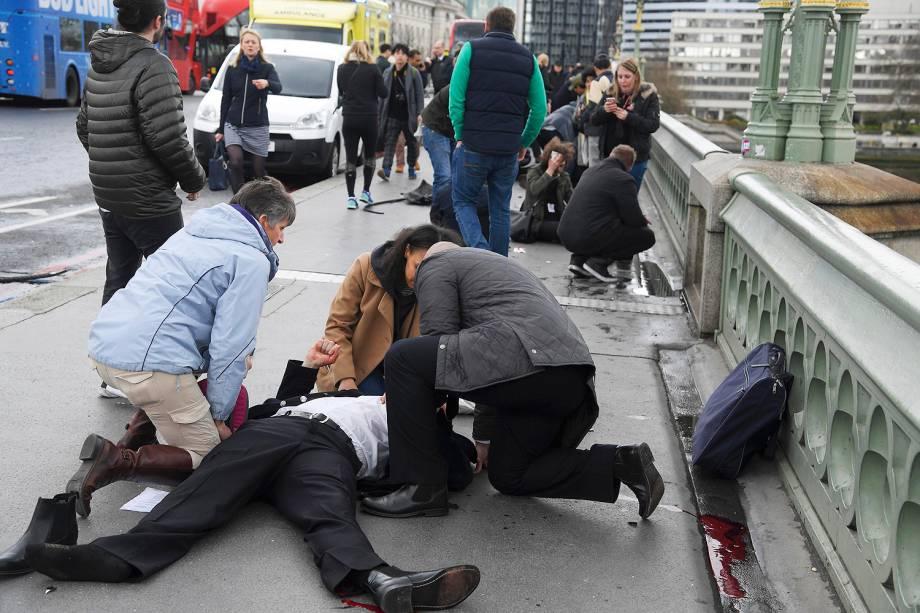 Feridos após tiroteio perto da ponte de Westminster em Londres, Inglaterra - 22/03/2017