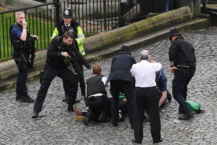 Suspeito é detido após incidente com tiros na ponte de Westminster em Londres - 22/03/2017