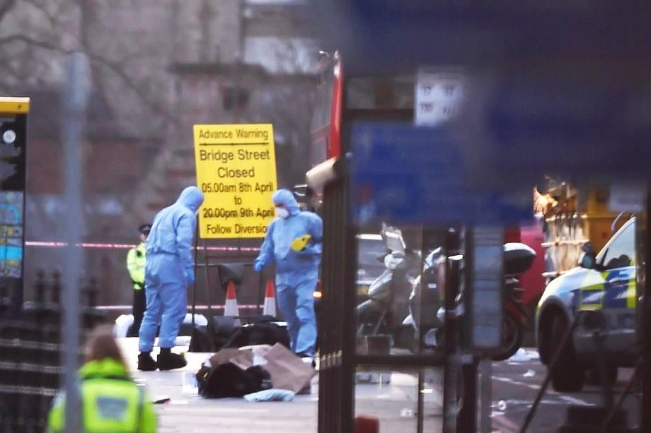 Perícia isola a área após incidente com tiros nos arredores do Parlamento em Londres - 22/03/2017