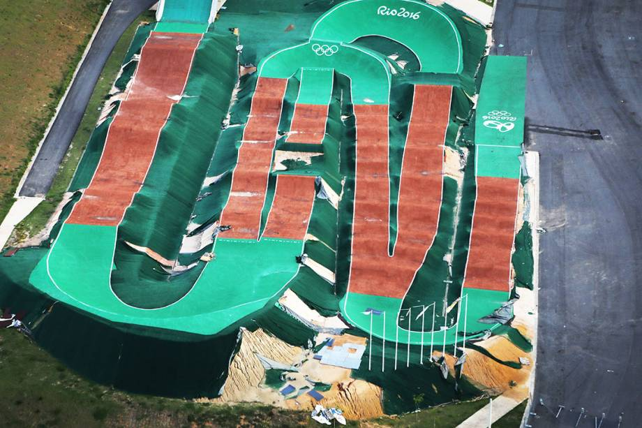 Vista aérea do circuito de BMX da Rio 2016, abandonado 7 meses após os jogos